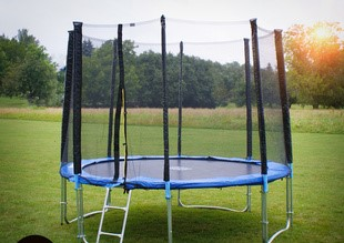 GoodJump 4UPE trampolína 305 cm s ochrannou sítí + žebřík + krycí plachta - Černá