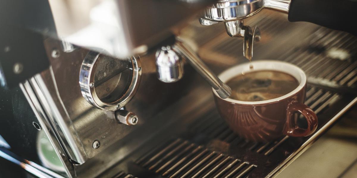 Jak si připravit tu nejlepší kávu z pohodlí vlastního domova?